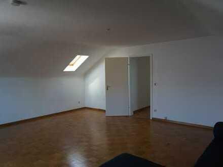 Gepflegte 1-Zimmer-Dachgeschosswohnung mit Balkon und Einbauküche in Möglingen