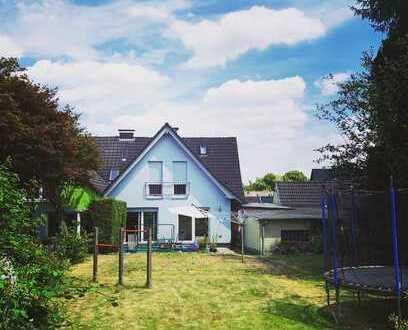***Sanierte Doppelhaushälfte mit vielen Gestaltungsmöglichkeiten - 800qm Grundstück und 2 Garagen***