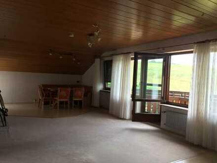 Gepflegte 3-Zimmer-Dachgeschosswohnung mit Balkon und EBK in Vaihingen an der Enz
