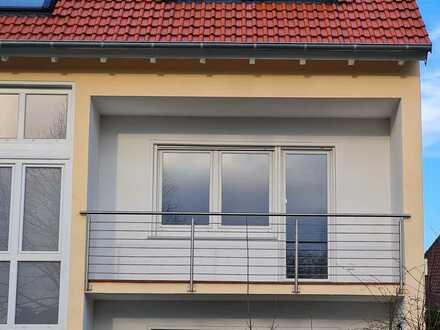 Vollständig renovierte 3,5-Zimmer-Wohnung mit Balkon und EBK in Homburg