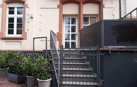 PRAXIS MÖGLICH im Stilaltbau: individuelle Etage im EG mit eigenem Zugang