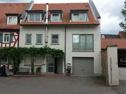 Voll renovierte sehr helle Immobilie in bester Lage per Bieterverfahren - Stadtzentrum Groß-Umstadt