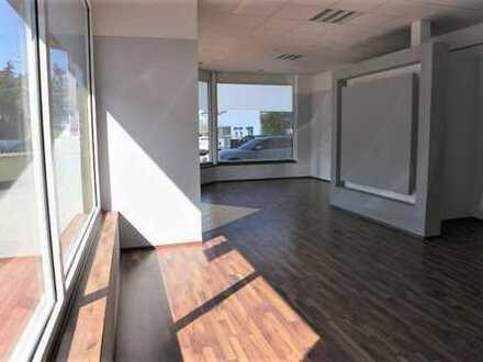Großer Büro- oder Praxisraum mit Empfangsbereich + gr. Fensterfront und PKW-Stellplätze