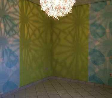 11qm-Zimmer in großer 130qm-Wohnung. Büro zusätzlich möglich!