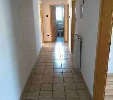 Sehr schöne großzügige 3 Zimmer- Altbauwohnung m. Badew.