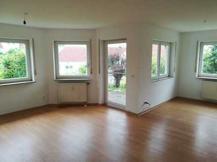 Helle 3-Zimmer-EG-Wohnung mit EBK und Terrasse in Niedernhall