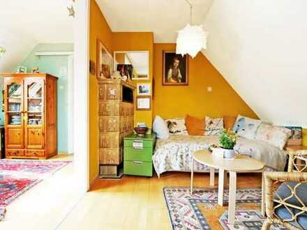 Wohnen in ruhiger Lage am Waldrand: 2-Zimmer-Dachgeschosswohnung mit Charme