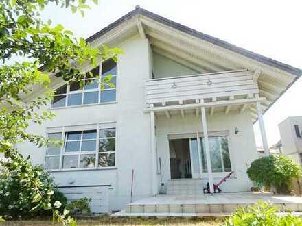 1-2-Familien-Generationenhaus mit schönem Garten und Doppelgarage