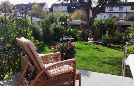 Reserviert: Gepflegtes 3-Familienhaus mit Garten und Garagen