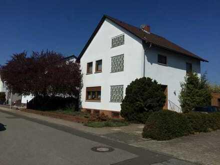 Schönes Haus mit sieben Zimmern und vielen Möglichkeiten in Bürstadt, Kreis Bergstraße
