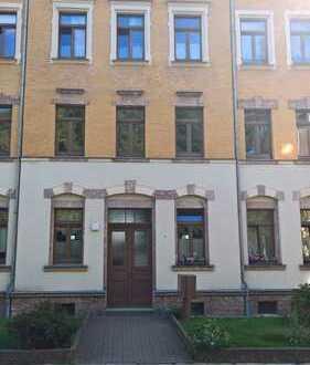 Kapitalanlage! Attraktive 2-Zimmer-Wohnung im Stilaltbau mit Balkon