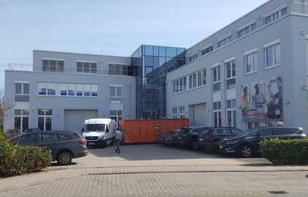 Großzügige Hallen- und Büroflächenflächen in TOP-Lage, nahe Autobahnzufahrt