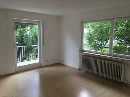 2,5-Zimmer-Hochparterre-Wohnung mit Balkon und EBK in Tübingen (Kreis)