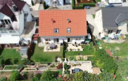 **Familienfreundliche Doppelhaushälfte in ruhiger und zentraler Lage von Saulheim**