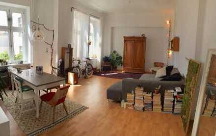sehr helle, geräumige Altbauwohnung in Steglitz