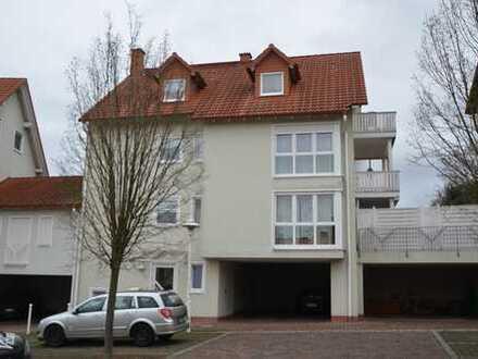 *HTR Immobilien GmbH* Schöne 3-Zi.-DG-Whg., nur 3 WE!, Balkon, Carport, Bj. 1998