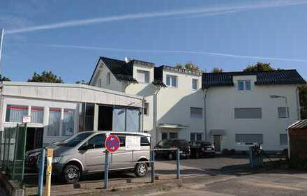 Gewerbegrundstück mit Büro, Halle, 6 Wohnungen, Baugenehmigung für Erweiterung