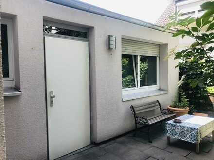 Vollständig renovierte 1-Zimmer-Erdgeschosswohnung mit EBK in Düsseldorf