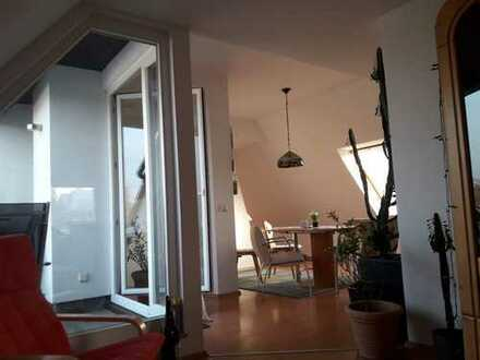 Vollständig renovierte 3,5-Zimmer-DG-Wohnung mit Balkon, 2 Kellerräumen und Einbauküche in Hattingen
