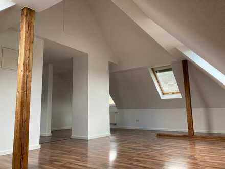 Schöne, renovierte 3-Zimmer-Dachgeschosswohnung