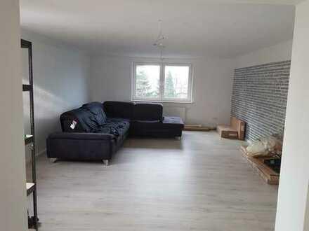 Sanierte DG-Wohnung mit drei Zimmern und EBK in Delmenhorst