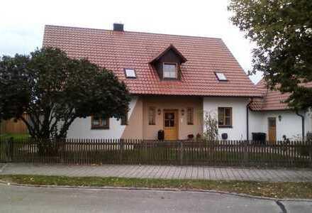Schöne, neuwertig 2-Zimmer-Dachgeschosswohnung mit Einbauküche in Bayern - Weichering