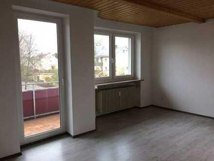 Renovierte 3 Zimmer Wohnung mit Balkon+neuen Fenster+Wärmedämmung