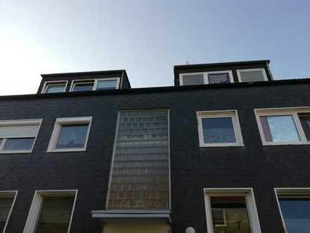 Gepflegte 3,5-Zimmer-DG-Wohnung mit Balkon in Marl