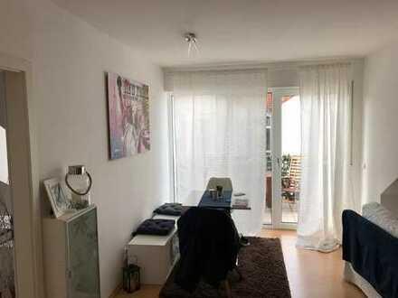 Gepflegte 2-Zimmer-DG-Wohnung mit Balkon und Einbauküche in Limeshain