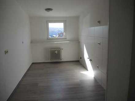 Pforzheim-Huchenfeld, 3-Zimmer Dachgeschoßwohnung in zentraler Lage im Ortskern