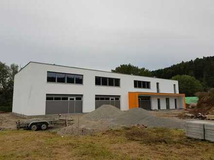 Moderner Neubau - EG Industriehalle 187 m² - evtl. teilbar - 2 Sektionaltore mit je 5,50 m