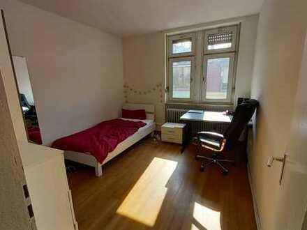 Innenstadt-Wohnung für 3er WG-möbliert