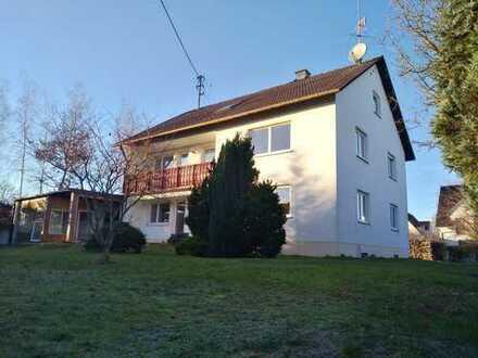 Geräumiges Wohnhaus mit acht Zimmern und großem Garten im Kreis Augsburg, Kutzenhausen