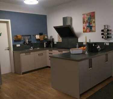 Stilvolle, sanierte 4-Zimmer Altbau-Wohnung mit Balkon, Einbauküche und Tiefgarage in Kaiserslautern