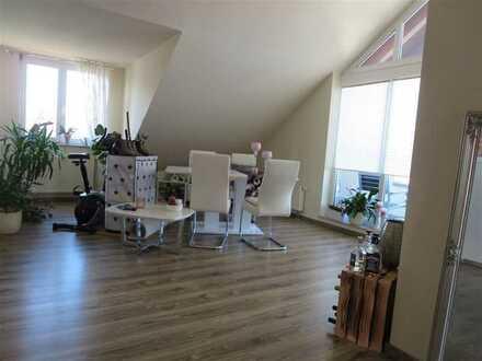 Top Zustand: 2 Zimmer-Dachgeschoss-Wohnung