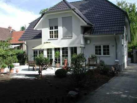 Familiendomizil mit acht Zimmern in Potsdam, OT Groß Glienicke