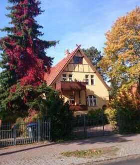 Sonnige Erdgeschosswohnung mit Terrasse und Grün-Rundumblick in liebevoll sanierter Gründerzeitvilla