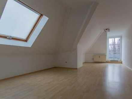 Preiswerte, gepflegte 3-Zimmer-DG-Wohnung mit Balkon und EBK in Meppen