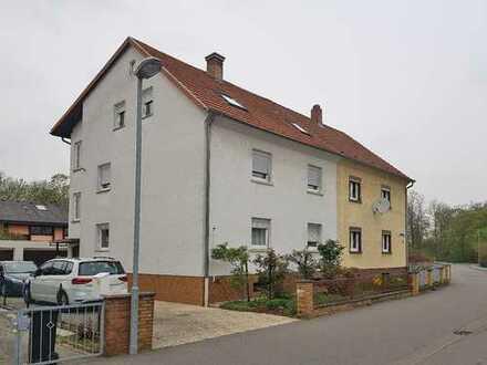 Teilsaniertes 3-Familienhaus in Waldrandnähe