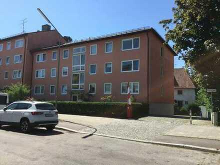Gepflegte 1-Zimmer-Wohnung mit EBK in Berg am Laim, München inkl. Einzelgarage von privat