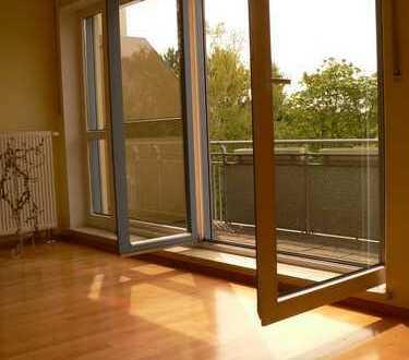 'Atelier'-Apartment mit EBK, Bad, Balkon, Parkett, Aufzug, TG