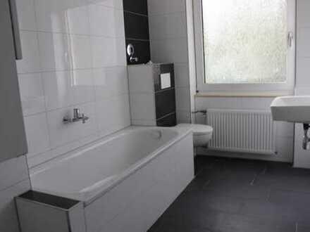 Du-Neud:* Ersteinzug:Neu Renoviert*Sehr schöne helle 122 qm: 5 Zi K/D/B/ Gäste-WC *Balkon*
