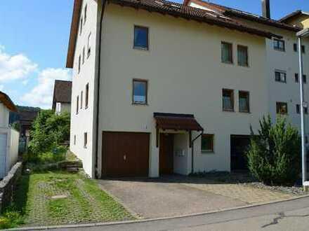 Sonnige gepflegte 3-Zimmer-Wohnung mit Terrasse und Einbauküche in Gruibingen