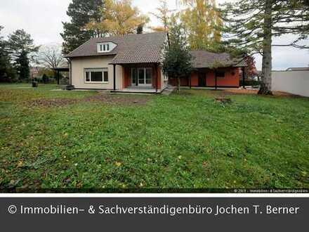 Ältere Villa mit Charme und riesigem Grundstück