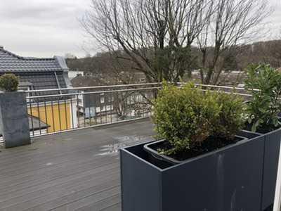 Möbelierte 2-Raum-Dachgeschosswohnung mit grosser Terrasse und Einbauküche in wuppertal