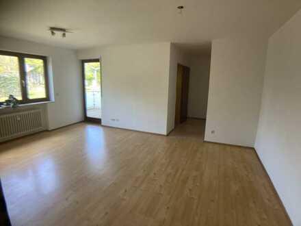 Zentral gelegene 2-Raum-EG-Wohnung mit Balkon, Einbauküche und TG-Stellplatz