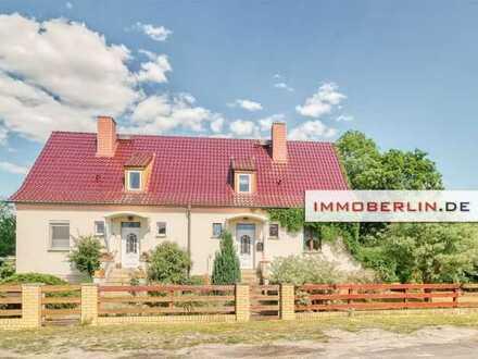 IMMOBERLIN: Gepflegte Doppelhaushälfte mit Gartenparadies in ländlicher Wohlfühllage