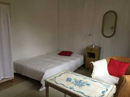Ruhiges, helles Zimmer in zentraler Lage für Berufstätigen