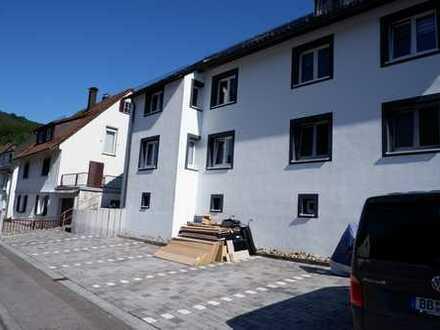 Schöne 3 Zi. EG-Wohnung mit EBK, Kellerraum und Stellplatz in Alpirsbach, WM:578€