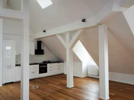 Großzügige Dachgeschosswohnung mit offener Küche, Galerie und Terrasse